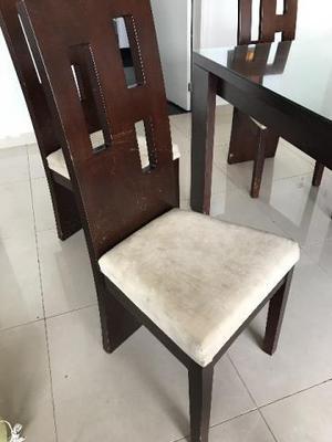 Conjunto de mesa, cadeiras e buffet