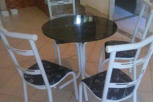 Mesa linda com 4 cadeiras