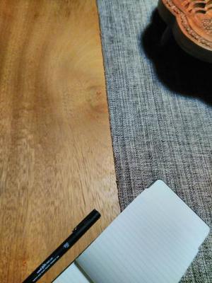 Mesa rústica com quatro cadeiras - madeira maciça,