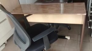 Escrivaninha + Cadeira confortável seminova