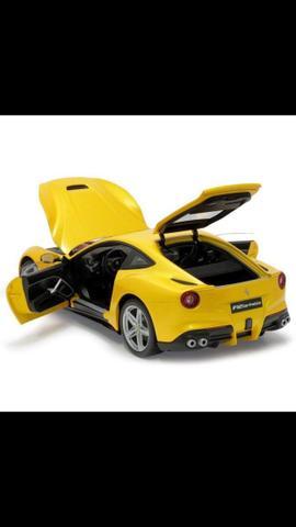Ferrari F12 Berlinetta 1:18 Hot Wheels Elite Amarela:
