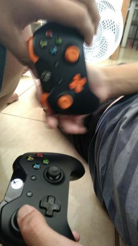 Xbox one 2 controle + EA Acess