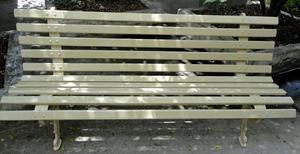 Banco em ferro fundido com régua de madeira