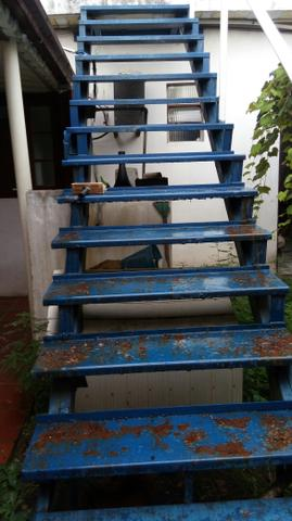 Escada de ferro por caracol