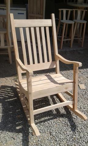 Cadeira de balanço. lindas e tradicionais, modelos das