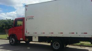 Mudanças e Fretes com caminhão baú e serviços de