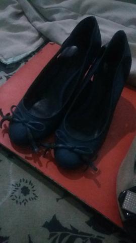 3 pares de sapatos semi novos