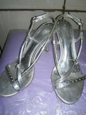 Calçados femininos semi novos
