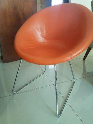 Escrivaninha, rack e cadeira