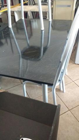 Mesa 4 cadeiras novinha