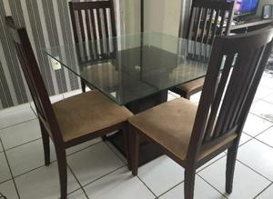 Mesa quadrada com 4 cadeiras