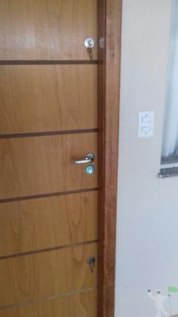 Fechadura auxiliar para porta