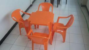 Cadeiras e mesa marca moderna