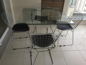 Conjunto mesa com 4 cadeiras