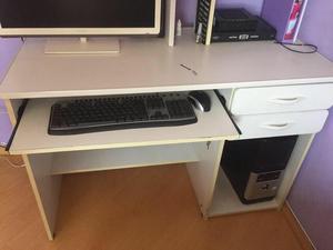 Escrivaninha branca + cadeira
