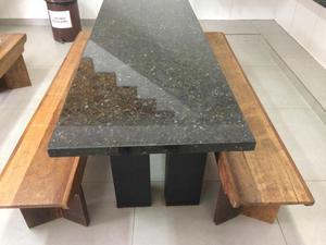 Mesa granito com bancos em madeira de demolição - Aceito