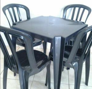 Mesas, cadeiras e banquetas plásticas com garantia