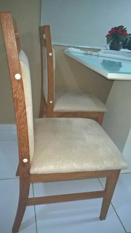 Mesa laqueada com 4 cadeiras acolchoadas com espelho