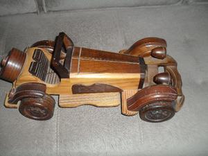 Miniatura em madeira nobre