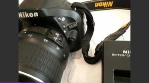 Câmera Nikon D com Lente