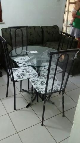 Conjunto de mesa redonda tubular com 4 cadeiras