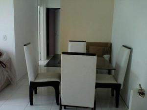 Mesa com 4 cadeiras e tampa de vidro fumê