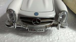 Miniaturas - Carros Antigos (Jaguar e Mercedes Bens)
