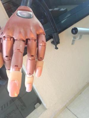 Mão biônica treinamento unhas de gel