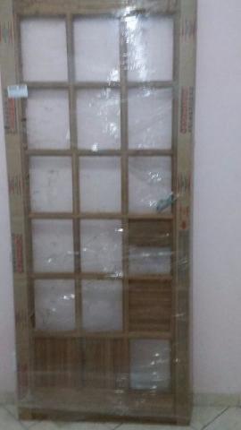 Porta de madeira maciça