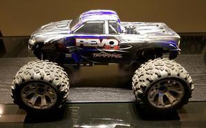 Revo 3.3 - Traxxas - Carro Controle Remoto a combustao -