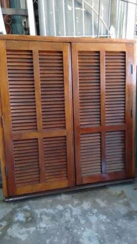Janelas de madeira maciça