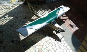 Avião de controle remoto a combustão