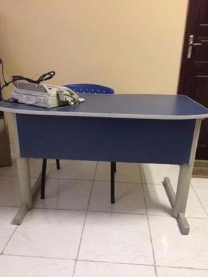 Mesa em Aço e MDF cor azul e Cinza em Ótimo Estado