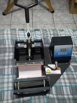 Maquina prensa canecas