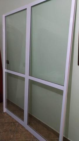 Esquadria de Alumínio Branca (Porta Balcão)