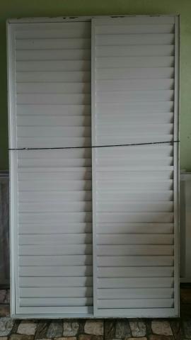 Porta balcão de alumínio branco 3 folhas
