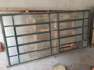 Vende-se vitrôs, janela e portão usado