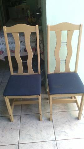 Cadeiras, sofá e mesa com 6 cadeiras
