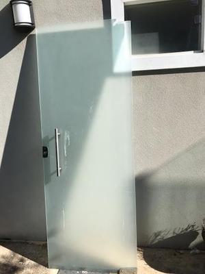 Porta de vidro basculante