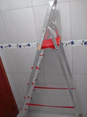 Escada em alumínio com 7 degraus (Nova)