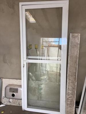 Vendo janela e porta em alumínio supremo Branco