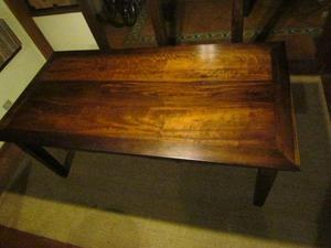 Mesa de madeira antiga em ótimo estado Excelente