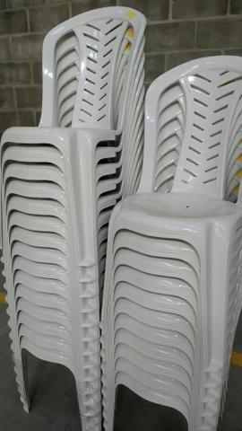 Cadeiras, banquetas e Mesas plásticas