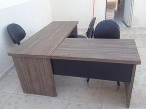 Mesa em MDF para escritório com 3 cadeiras novas