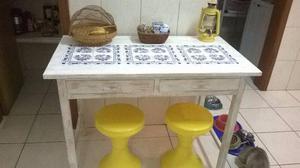 Mesa em madeira pintada de pátina provençal