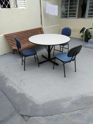 Mesa redonda com 3 cadeiras