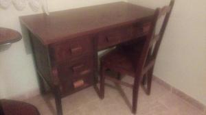 Escrivaninha Antiga com Cadeira