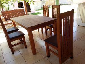 Mesa em madeira com 5 cadeiras