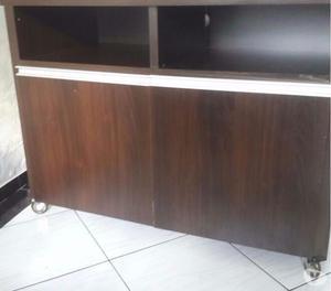 Vendo 2 escrivaninhas e 1 rack para TV (600 cada)!