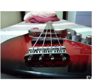 Contra baixo Squier By Fender excelente não desafina